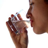 چه وقتی آب خوردن شما را میکُشد؟