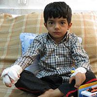 عکس/به محمد 5ساله برای تکان دادن دستانش کمک کنید