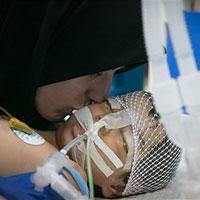 عکس/خداحافظی غم انگیز مادری با کودکش برای اهدای عضو