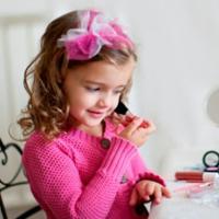 والدین مراقب بازی کودکان با بزرگسالان باشند