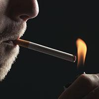 دود سیگار جان تبلیغکننده سیگار را گرفت