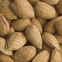 برای سلامت قلب بادام بخورید