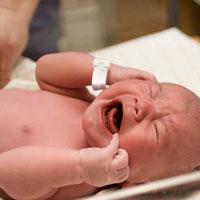 هنگام گریه کردن نوزاد به او شیر ندهید