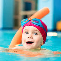 بلعیدن آب استخر موجب مسمومیت کودکان میشود