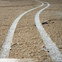 جاده تن دریاچه بختگان را دو نیم میکند