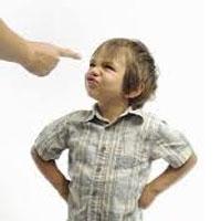 """به کودکان خود نگویید """"من را تنها بگذار"""""""