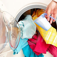 لباس ها را با آب گرم بشوییم یا آب سرد؟
