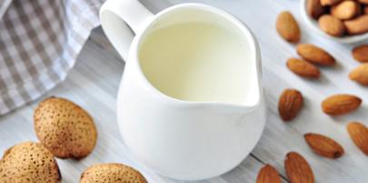 شیر بدون چربی کلسیم کمتری نسبت به شیرهای پرچرب دارد