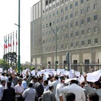 تجمع کارگران در مقابل مجلس