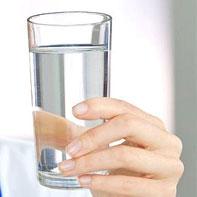 همه نباید روزی ۸ لیوان آب بنوشند