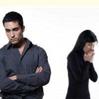 کدام زنان و مردان فکر می کنند همسرشان خیانت می کند