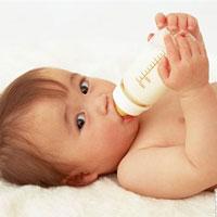 خطر مصرف زودهنگام شير گاو برای نوزادان
