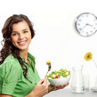 چرا خانمها باید قبل از ساعت ۸ شام بخورند؟