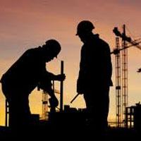 صف کارگران ساختمانی متقاضی بیمه پشت درهای تأمین اجتماعی