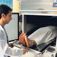 لحظههای وحشت مرد ۶۸ ساله در سردخانه بیمارستان