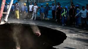 عواقب نشست زمین در خیابان ری و مرگ دو نفر؛ توقف پروژه متروی میدان قیام