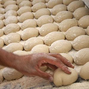 نمک نان نصف می شود/ 70 هزار نانوا تحت نظارت وزارت بهداشت