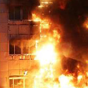 آتش سوزی در برج 10 طبقه سعادت آباد/ نجات مادر جوان و دخترانش از میان دود آتش