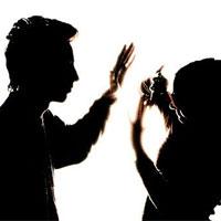 مردان به دلیل مجوزهای قانونی دست به خشونت علیه زنان میزنند