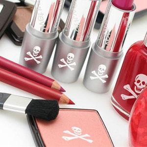 مصرف مواد آرایشی چه بر سر پوست، کلیهها و مغز میآورد؟