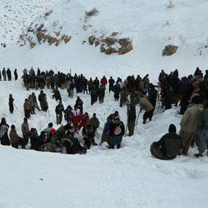 یک روستا کمک برای نجات جان کولبران گرفتار در بهمن