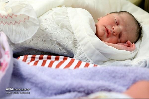 عکس/تحویل نوزاد رها شده در اطراف تهران به شیرخوارگاه آمنه