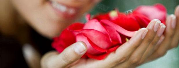 تاثیر بو کردن گل سرخ و یاس در کاهش استرس
