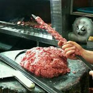 تحویل کباب با گوشت گراز به مشتریان