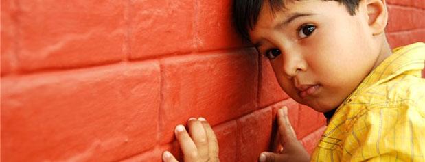 چطور متوجه شوم کودکم به اوتیسم مبتلا است؟