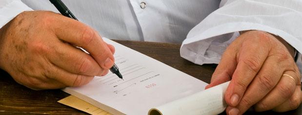 مسئولیت نظارت بر نسخههای میلیاردی پزشکان بر عهده کیست؟