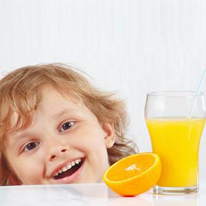 لزوم مصرف روزانه آبمیوه برای کودکان