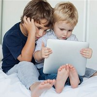 وسائل الکترونیکی عامل خشکی چشم در کودکان