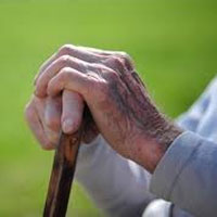 image 13960713428170 انتقاد از سالمندآزاری و پیری ستیزی در کشور   سالمندان   خانواده سلامت