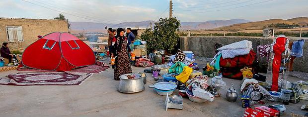 کمکهایی که معلوم نیست به دست زلزلهزدگان رسیده است یا خیر؟/از افرادی که به آنها پول داده اید صورتحساب بخواهید