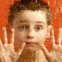کودک داخل طیف اوتیسم چه نشانههایی دارد؟