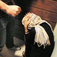 همسرم معتادم آنقدر من را زد که بچهام را سقط کردم