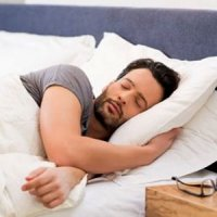 7 دلیل قانعکننده برای اینکه به پهلوی چپ بخوابید