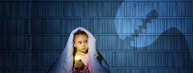 با ترسهای عجیب و ماورایی کودکان چگونه برخورد کنیم؟