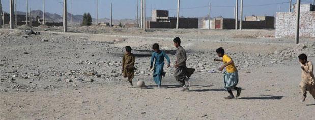 فقر در بازی آمارها/40 درصد از خانوادههای ایرانی زیر خط فقر زندگی میکنند
