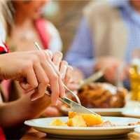 آهسته غذا خوردن میتواند به کاهش وزن کمک کند؟