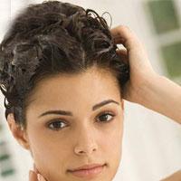 اشتباهاتی که در شستن موهایتان مرتکب میشوید