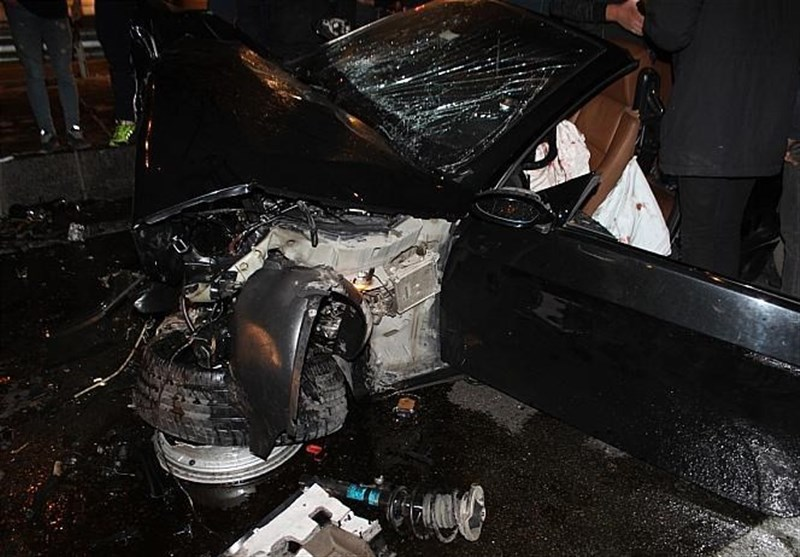 up baf99e4f479d84d7ec2a3d5427986960 عکس/متلاشی شدن BMW پس از تصادف با ستونهای پل صدر   حوادث سلامت