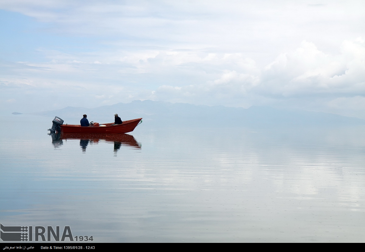 حرکت قایق ها در دریاچه ارومیه